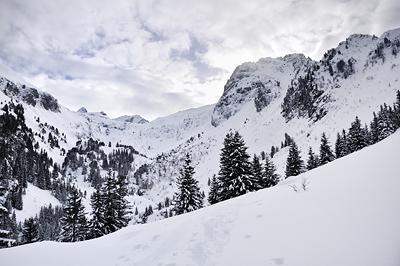 photo montagne alpes belledonne randonnée raquettes ski chalet gleyzin