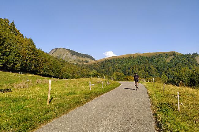 photo montagne alpes vélo savoie aravis albertville ugine col arpettaz