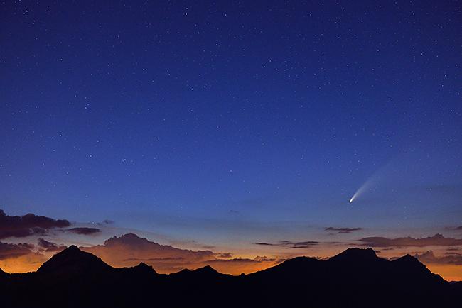 photo montagne alpes beaufortain astrophotographie comete neowise