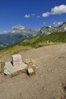 photo montagne alpes randonnée GR5 col coux frontiere borne
