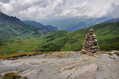 photo montagne alpes randonnée GR5 cairn anterne