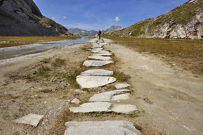 photo montagne alpes randonnée GR5 vanoise lac vaches rochers dalles