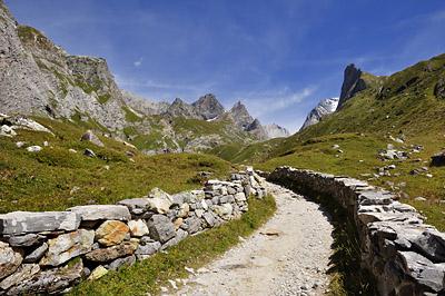 photo montagne alpes randonnée GR5 vanoise sentier pavé