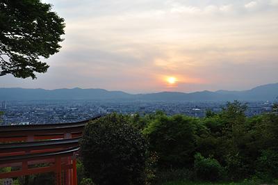 photo japon kyoto fushimi inari coucher soleil