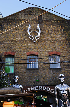 photo Londres camden town cyberdog