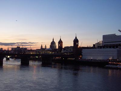 Londres Coucher de soleil dôme de la cathédrale saint paul