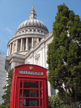 Londres La City cathédrale Saint Paul cabine téléphonique rouge