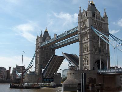 Londres Le Tower Bridge relevé