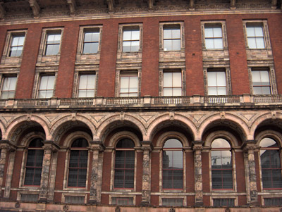 Londres Victoria and Albert Museum facade cote