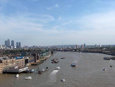 Londres vue du ciel tower bridge canary wharf