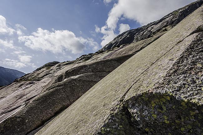 photo montagne alpes escalade grande voie suisse valais grimsel roadrunner