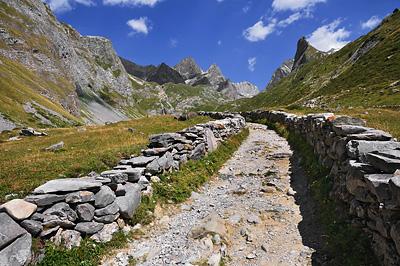 photo montagne alpes randonnée tour des glaciers vanoise TGV pavés sentier
