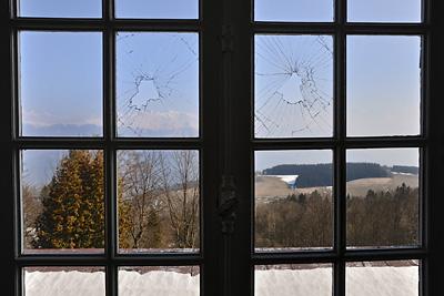photo urbex sanatorium hôpital hôpitaux fenetres cassees