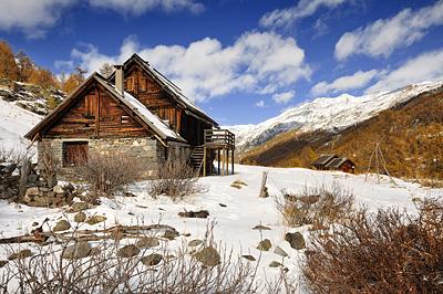 photo montagne alpes cerces thabor randonnée raquettes vallon refuge col chardonnet meleze automne neige chalets laraux