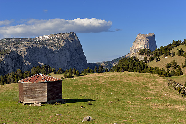 photo montagne alpes randonnee rando vercors plateaux refuge cabane chaumailloux mont aiguille