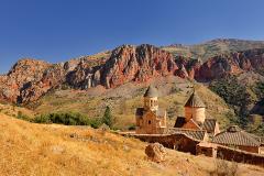 Noravank, au milieu des montagnes rouges